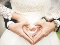 Влюбленные дайверы сыграли свадьбу прямо под водой в Австралии