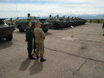 Россия передала Кыргызстану два вертолета и девять бронемашин