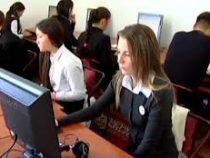 Тест на знание кыргызского языка сдали 988 выпускников школ