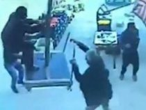 В Турции мужчину сдуло штормовым ветром