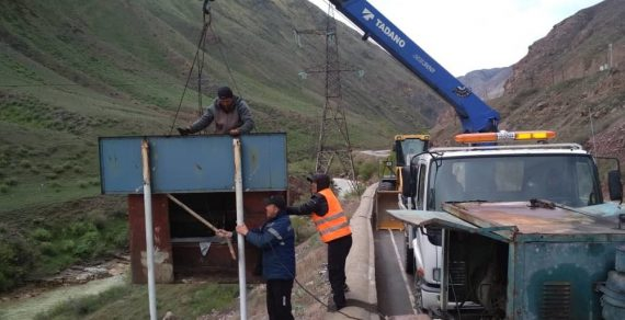 На автодороге Бишкек – Нарын – Торугарт меняют дорожные знаки