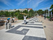 Городские службы облагораживают территорию вокруг филармонии