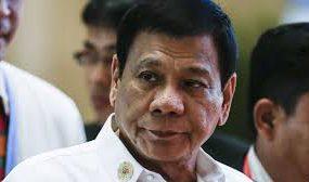 Огромный таракан прогулялся по плечу президента Филиппин