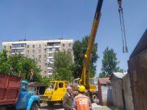 На улице Туголбай Ата начали сносить гаражи, которые мешают ремонту дороги