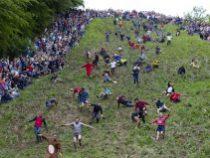 С горы кувырком: на «сырной гонке» в Британии триумфально победил канадец
