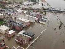 Река Миссисипи прорвала дамбу в штате Айова и затопила целый город