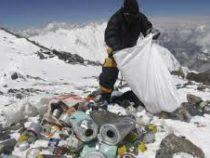 Сгоры Эверест вНепале вывезли три тонны мусора