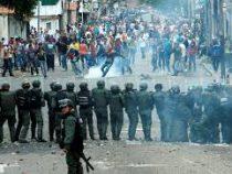 Десятки человек пострадали во время протестов вВенесуэле