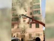 Строитель спас 14 человек из полыхающего здания при помощи крана