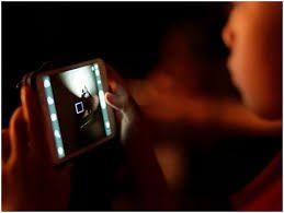 Юный «зомби со смартфоном» перепутал незнакомца со своим папой
