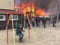 «Все хорошо»: мальчик из России стал популярным из-за невозмутимости во время пожара