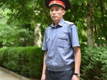 В Бишкеке милиционер спас ребенка от разъяренного пса