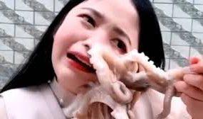 Блогер хотела съесть живого осьминога, но что-то пошло не так