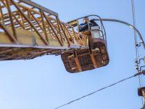 В Бишкеке продолжают ремонтировать уличное освещение