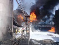 Состояние пострадавшего при пожаре на нефтебазе остается тяжелым