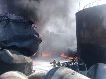 Во время пожара на нефтебазе в Джалал-Абаде пострадали два человека
