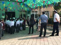 «Последний звонок». Более 600 милиционеров обеспечивают безопасность в школах Бишкека