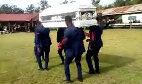 Танец на похоронах закончился падением гроба