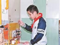 После нагоняя от матери мальчик изобрел гениальную вешалку
