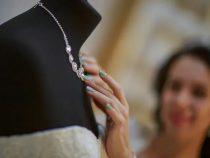 Женщина поссорилась с родственниками и со зла проглотила ожерелье