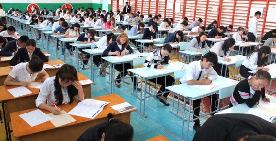 «Красные» аттестаты в этом году получат 179 выпускников