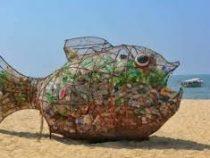 Скульптор из Индии создал самый эффективный мусорный бак