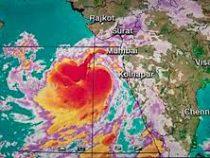 Индия готовится к удару циклона Вайю, эвакуированы 300 тысяч человек