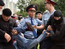В Казахстане задержали почти тысячу противников нового президента