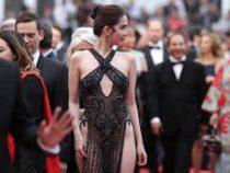 Модель из Вьетнама наказали за слишком откровенное платье