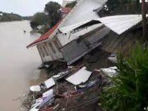 В Китае более 60 человек стали жертвами мощного наводнения
