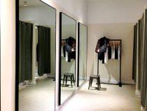 Скрытая камера в женской примерочной магазина одежды разъярила покупательницу