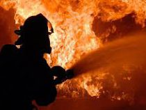 В центре Бишкека горит мебельный цех
