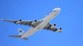 Уволен! Работник аэропорта зафутболил сигнальный конус на крыло самолёта