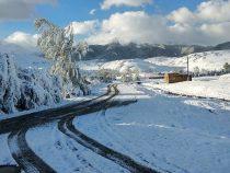 В Баткене на высокогорное пастбище обрушился снегопад