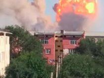 В Арыси пожарные не могут подъехать и приступить к тушению огня