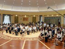 В Бишкеке наградили самых умных выпускников