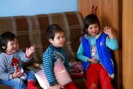 В райадминистрациях Бишкека работает горячая линия по делам детей