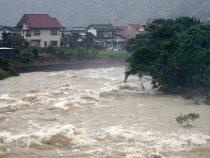 В Японии из-за ливней эвакуируют людей