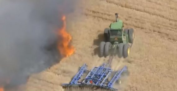 В США отважный фермер рискую жизнью, остановил пожар на поле