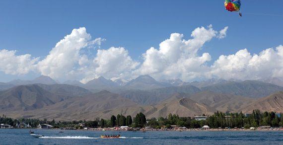 В Бишкеке жара, на Иссык-Куле освежающие дожди