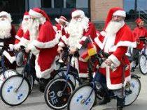 Санта-Клаусы съехались посреди лета в Данию