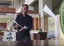 Мастер боевых искусств превратил бумажные самолётики в грозное оружие