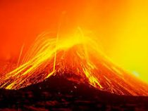 На Сицилии снова проснулся вулкан Этна.