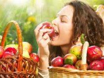 Ученые: Яблоки надо съедать вместе с огрызком