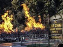 Спожаром наскладе сбурбоном в штате Кентукки неудается справиться уже вторые сутки