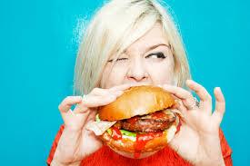 В США женщина съела 32 бургера за 10 минут