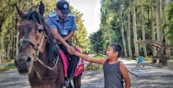 В Бишкеке появился кавалерийский взвод