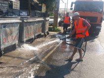 В Бишкеке началась мойка и дезинфекция мусорных баков