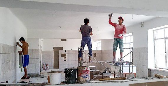 В Бишкеке ремонтируют школы и детские сады