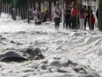 Мексиканский город оказался под завалами снега